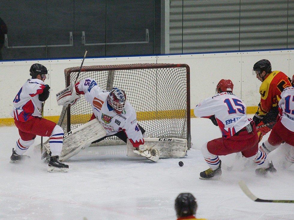 Hokejisté SK Telč (v bílém) se na nově vytvořenou soutěž těší.
