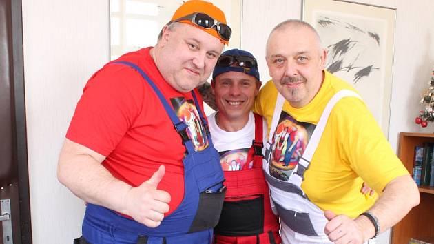 Maxíci vznikli oddělením Petra Panochy (vlevo) a Pavla Vohnouta (vpravo) od kapely Maxim Turbulenc. Přidal se nim  baskytarista Přemysl Stoklasa (uprostřed).