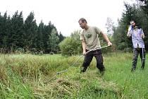 Kosení mokřadů je pouze jednou z prací, bez kterých se obnova a záchrana přírody neobejde.