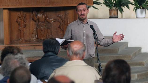 Na snímku kazatel František Tichý.