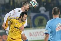 Jihlavští fotbalisté (ve žlutém) znovu ztratili dobře rozehraný zápas. Proti Teplicím vedli Karlíkovou zásluhou od 12. minuty, letos už poněkolikáté však nadějný výsledek neudrželi. Tentokrát jim sebral přesným zásahem dva body Nivaldo.
