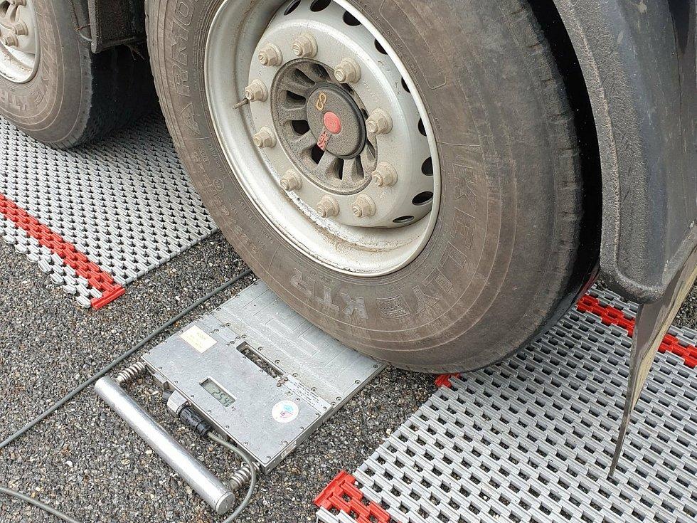 Při dopravně bezpečnostní akci zastavili policisté na Vysočině za účelem silniční kontroly třiasedmdesát vozidel, u kterých zjistili jednatřicet přestupků.