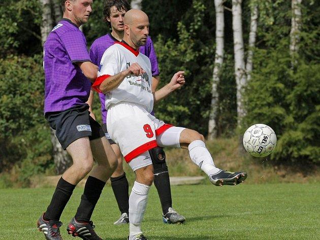 Fotbalisté Stonařová po divoké remíze (4:4 s Puklicemi) v minulém kole tentokrát rozstříleli 5:0 Rudíkov. Ve dvou odehraných kolech tak nastříleli už devět gólů.