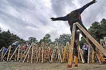 Nejenom běh na štaflích, ale dokonce tanec předvedli na svém srazu na Třebíčsku profesionální malíři pokojů.