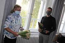 Práce dobrovolníků je různá. Ocenění dobrovolníci Tomáš Mrtka a Jaroslava Kabelková.