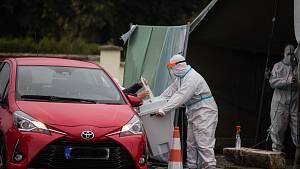 Lidé v karanténě volí na Vysočině z pohodlí svých aut