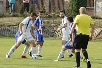 Hráči Velkého Beranova (v bílém) otočili duel v Pohledu a po divoké výhře 5:4 postupují do druhého kola CONSTRUCT krajského poháru.