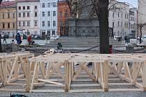 V  pátek odpoledne se na stavbě kluziště už opět pracovalo.