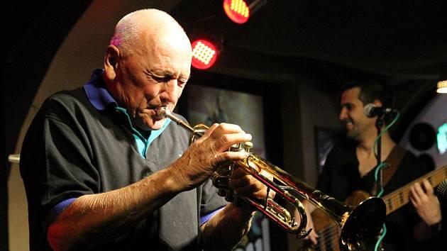 """Laco Déczi & Celula New York se po roce vrátili do jihlavského klubu Soul. """"Hrajeme spíš latinu než jazz,"""" poznamenal Déczi."""