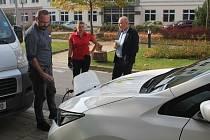 Součástí konference byla i ukázka elektromobilů a hybridů.