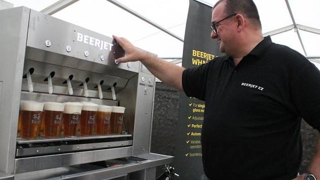 V akci. Beerjet nemusí točit šest piv za sedm vteřin, lze si ho libovolně nastavit.
