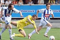 Jihlavský útočník Ivo Svoboda (ve žlutém) patřil k nejlepším hráčům druholigového souboje mezi Čáslaví a Jihlavou, který skončil vítězstvím FC Vysočina 2:1.