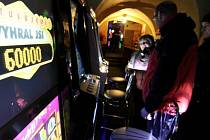 Kontroly. Úřady začaly kontrolovat soukromé kluby, ve kterých se nacházejí skryté herny.