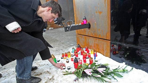 Lidé přišli k City Parku uctít památku Jiřího Simona.