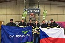 Šestice statečných se začátkem listopadu vydala na hasičskou soutěž FCC do rakouského Grazu. Se svými výsledky ostudu neudělali. Třetí zleva Rostislav Budař a druhý zprava Pavel Soutor.