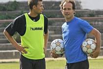 Jihlavský trenér Karol Marko (vpravo) má důvod k úsměvu, s Petrem Faldynou může počítat i nadále.