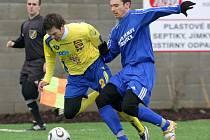 Martin Dupal (ve žlutém) si i v dalším zápase v dresu Jihlavy připsal gólovou asistenci. Na vyrovnávací trefu nahrál z rohového kopu Jiřímu Gábovi.