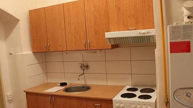 Toto je interiér bytů, které byly nabídnuty uprchlíkům od města Jihlavy. Zdroj: http://jihlavsky.denik.cz/zpravy_region/byty-nabidnute-uprchlikum-jsou-ve-starsich-domech-20160213.html