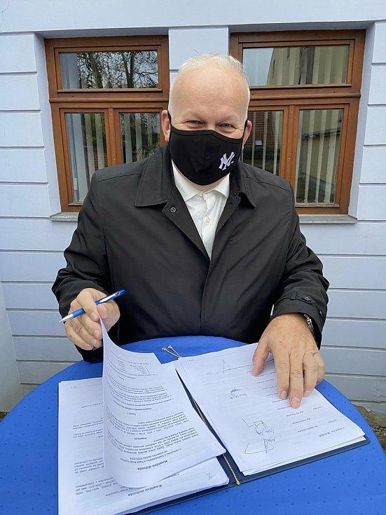 Koaliční smlouvu podepsal i Petr Krčál z ČSSD.