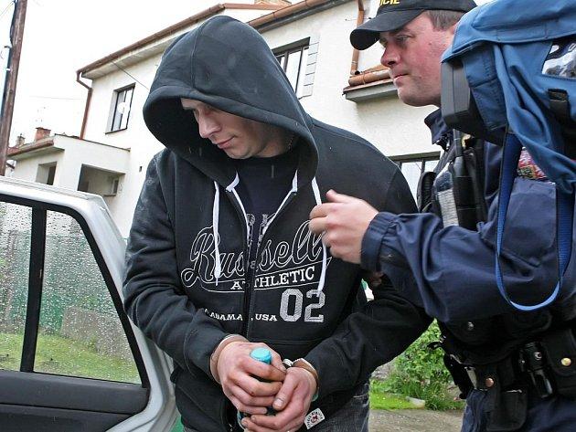 Jihlavští kriminalisté v ulici Zrzavého v Jihlavě zatkli jednoho z největších výrobců drog na Vysočině.