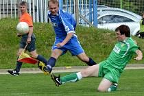 Fotbalisté Třeště (v modrém) vyhráli ve Štěpánově 2:1, čímž si pojistili účast v I. A třídě i pro příští rok.