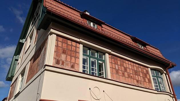Nejen pro architekty. Tři stovky návštěvníků se přišly seznámit s historií a současným stavem prvorepublikových vil na jihlavské Jiráskově ulici.