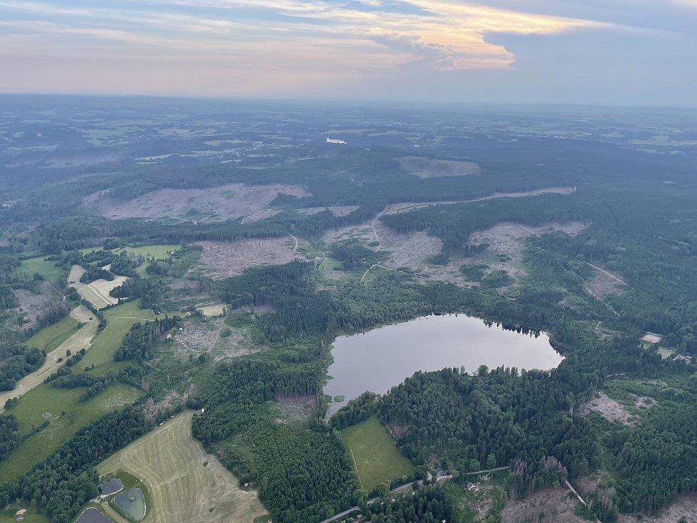 Pohled na Velký Pařezitý rybník.