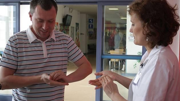 Zájemci si ve čtvrtek v jihlavské nemocnici mohli vyzkoušet, jestli si správně myjí ruce.