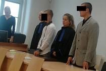 Dvojici mladých mužů v pondělí jihlavský soud vyměřil podmínečně odložené tresty vězení. Celá jména ani podoba mladíků nejsou zveřejněny kvůli možné identifikaci dívek.