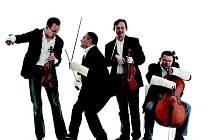 Polští interpreti hrají ve složení dvoje housle, viola a violoncello.