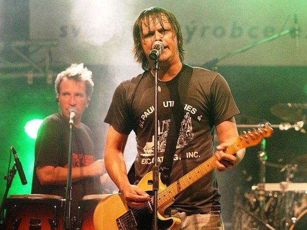 V rámci svého turné Klubový speciál 2009 se skupina Chinaski zastaví i na Vysočině. Místem jejich pátečního koncertu bude zámek v Polné. Show začíná ve 20 hodin.