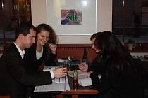 Některé obrázky už jsou v Café Mahler.
