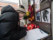 Ti, kteří chtějí vzdát hold zesnulému Josefu Augustovi, můžou přijít na pietní místa, která vznikla na zimním stadionu v Jihlavě (na snímku) a Havlíčkově Brodě.