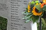 Jména sedmnácti mužů, kteří zemřeli u Dobronína v poválečném chaosu, byla vytesána do mohutného žulového kříže u hrobu na jihlavském ústředním hřbitově.