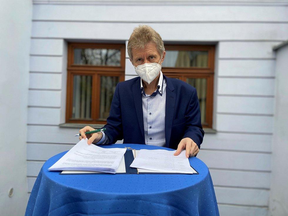 Koaliční smlouvu podepsal i Miloš Vystrčil z ODS.