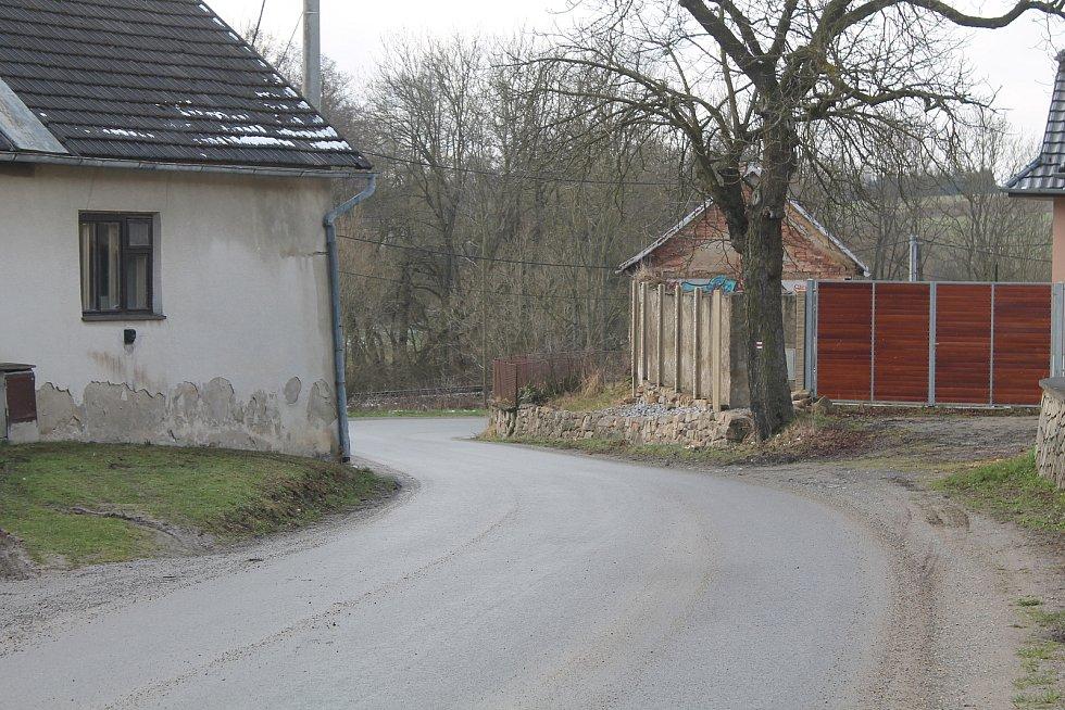 Dvorce jsou aktuálně odříznuté od okolních obcí.
