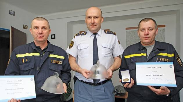 Ocenění. To si v Praze převzali havlíčkobrodští profesionální hasiči: Martin Sedláček, Luboš Vacek a František Smrž (zleva).