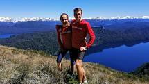 Jiří Šacl se svou přítelkyní a výbornou běžkyní Lucií Maršánovou. Jak jinak, než na horách.