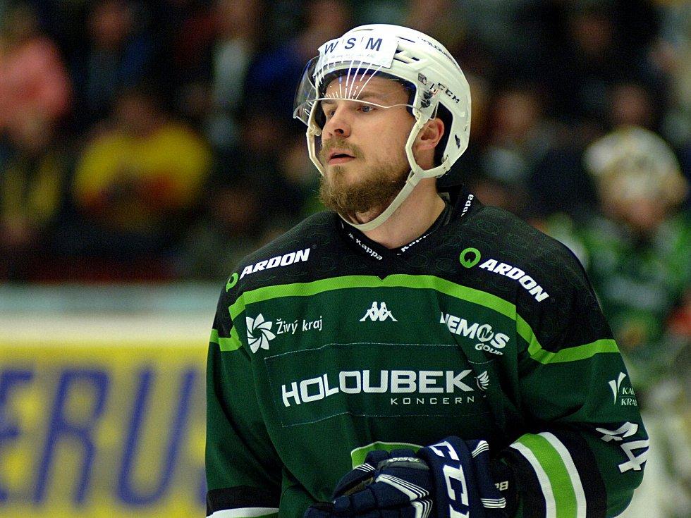 Hokejisté HC Energie (v zeleném) hostili Jihlavu. Petr Šenkeřík