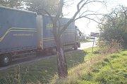 I když není dálnice uzavřená, Velkým Beranovem projíždí stovky aut denně včetně kamionů.