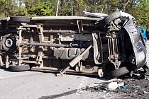 Pondělní ranní nehoda dvou osobních aut a dodávky na dálničním přivaděči v lokalitě Pávov.