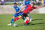 Fotbalisté Světlé nad Sázavou (v červeném) jdou v poháru dál. Kvůli karanténě několika hráčů Velkého Beranova postoupili po domluvě obou klubů bez boje.