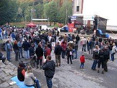 Přijďte na koncert, pomůžete 2010. Tak se jmenovala první akce, která se v sobotu konala v revitalizovaném území u letního kina v lesopaku Heulos.