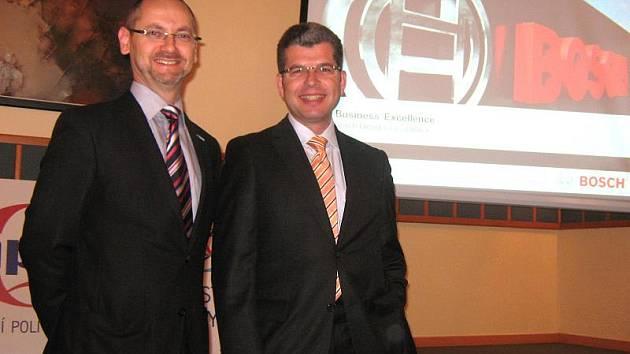 Letos se Národní cena kvality České republiky za Excelentní firmu udělovala již po šestnácté. Mezi čtyřmi vítězi je i jihlavský Bosch Diesel. Na snímku je Pavel Roman, vedoucí korporátní komunikace skupiny Bosch s ekonomickým ředitelem Hermannem Butzem.