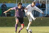 Michal Buchta (vlevo) patří mezi nejužitečnější hráče SFK Vrchovina. V týmu trenéra Richarda Zemana na podzim nasbíral na trávníku nejvíce minut (1 421) a se šesti góly je i nejlepším střelcem.