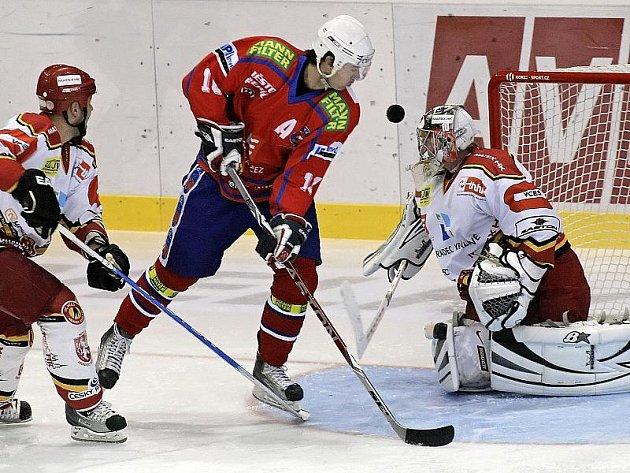 Dnes začíná nadstavbová část první hokejové ligy. Zatímco Jihlava a Havlíčkův Brod mají play off jisté, Třebíč bude o postup do vyřazovací části ještě bojovat. V první bitvě na domácím ledě přivítá Chrudim.