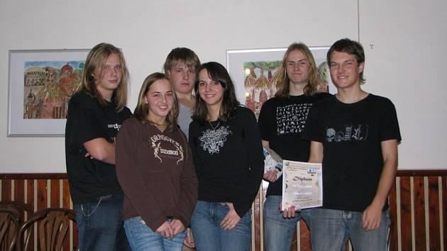 Vítězná skupina s názvem Zákaz stání  v kategorii 19-26let
