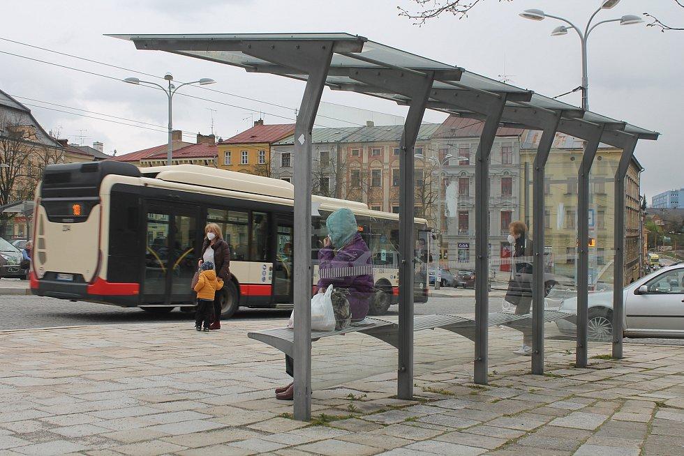 Na Masarykově náměstí je zastávek hned několik. Jedná se o významný přestupní uzel.