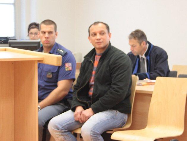 Ladislav Líbal měl v listopadu 2011 surově zbít svoji mongolskou manželku. Muž nyní žádá obnovení řízení.