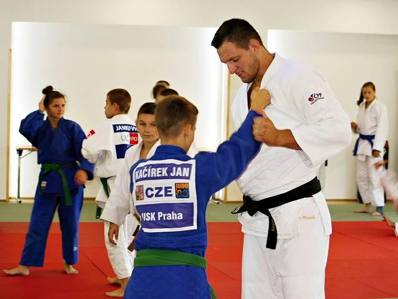 Olympijský vítěz a mistr světa Lukáš Krpálek žije pro judo. Sem tam pomáhá vést pro děti ukázkové tréninky.